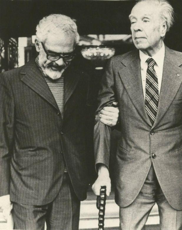 Junto a Borges (Gentileza ciudaddemendoza.gob.ar)