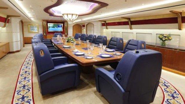 El salón comedor en el Boeing 747-8 BBJ del emir de qatar