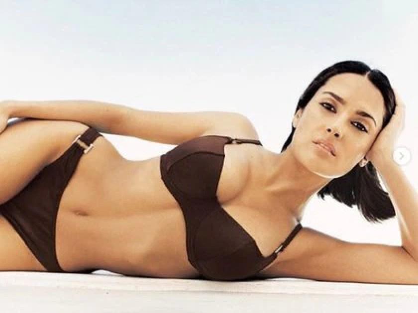 Así se veía Salma Hayek en bikini en 1999 (IG: salmahayek)