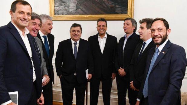 El presidente de la cámara baja, Sergio Massa junto a los diputados presidentes de todos los bloques.