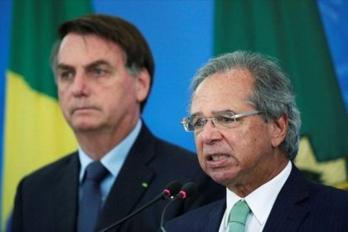 Brazil's Economy Minister Paulo Guedes speaks alongside Brazil's President Jair Bolsonaro during a press conference in Brasilia, Brazil.  April 1, 2020. REUTERS / Ueslei Marcelino