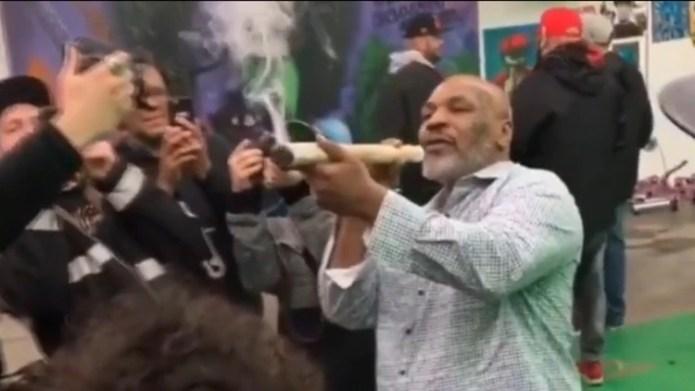 Hace una semana se hizo viral un video de Tyson fumando un cigarrillo gigante de marihuana