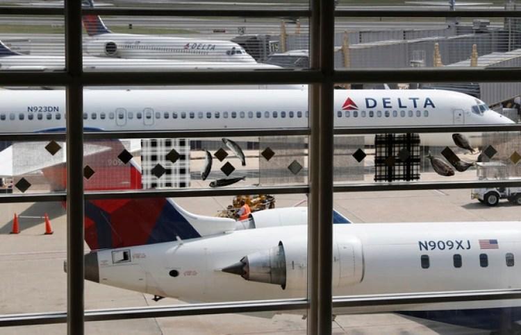Los pasajeros recibieron citaciones judiciales al llegar al aeropuerto de Detroit(AP Photo/Carolyn Kaster, File)