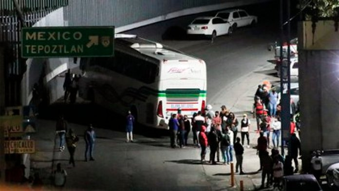 In addition to achieving the release of the victims, the agents seized three buses, five cell phones, and a container with coins of different denominations (Photo: Cuartoscuro)