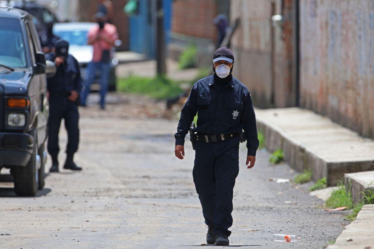 Al menos 10 cuerpos fueron localizados en julio en una fosa clandestina ubicada en una finca de la calle Reforma en la colonia Santa Cruz de las Huertas en Tonalá,Jalisco. (Foto:FERNANDO CARRANZA GARCIA, INFOBAE, VÍA CUARTOSCURO)