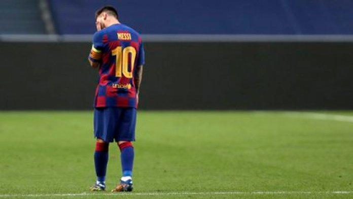 Lionel Messi analiza seriamente su futuro tras la humillante derrota del Barcelona ante el Bayern Münich por la Champions League (Photo by Manu Fernandez / POOL / AFP)