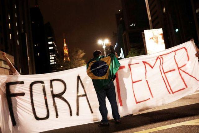 Manifestantes en San Pablo salieron a la calle para exigir la renuncia de Temer (REUTERS)