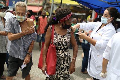 Vacunación en Río de Janeiro (Reuters)