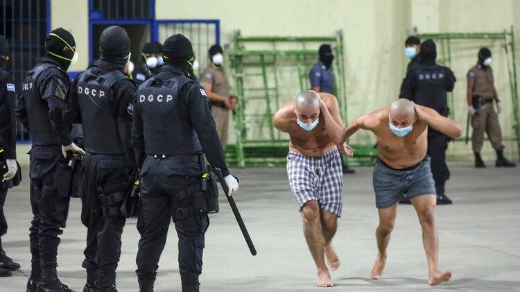 El gobierno sospecha que los homicidios son ordenados desde las cárceles (AP)