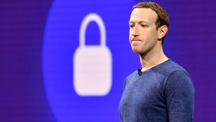 Mark Zuckerberg, a diferencia de Steve Jobs en Apple, nunca creó un perfil distintivo de su modelo de negocios: no se entiende si en su centro están o no los usuarios.(Josh Edelson/AFP)