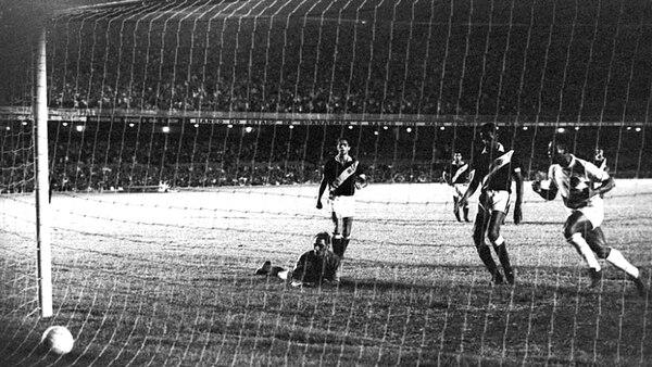 Pelé convirtió su gol mil en el Maracaná y el público del Vasco da Gama lo gritó como si fuera propio