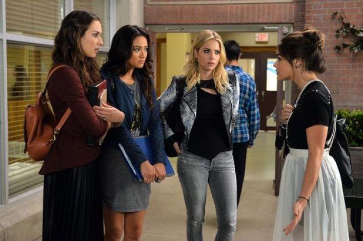 """Las actrices Lucy Hale, Ashley Benson y Janel Parrish debutaron en la serie """"The O.C."""" en 2003."""