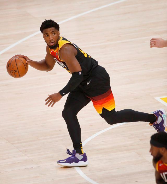 Salt Lake City (United States), 08/06/2021.- Utah Jazz guard Donovan Mitchell (45) brings the EFE/EPA/George Frey
