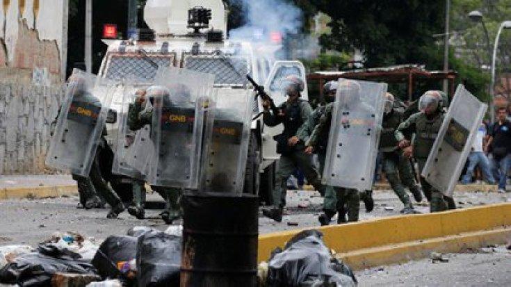 Represión durante una marcha opositora (REUTERS/Carlos Garcia Rawlins)