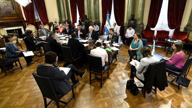 Una reunión de los principales dirigentes del oficialismo y la oposición en el Congreso con el ministro de Salud Ginés González García