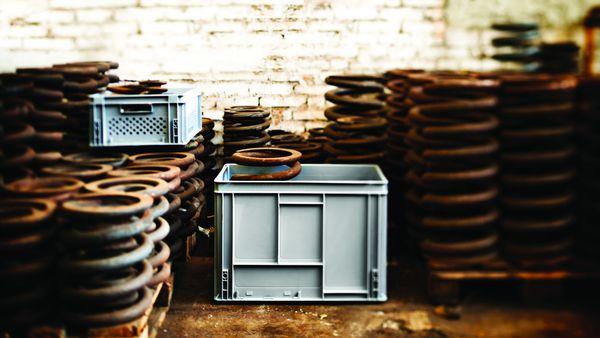Las cajas apilables de plástico son mucho más resistentes y duraderas que las de cartón o madera a la hora de ser utilizadas para el transporte.