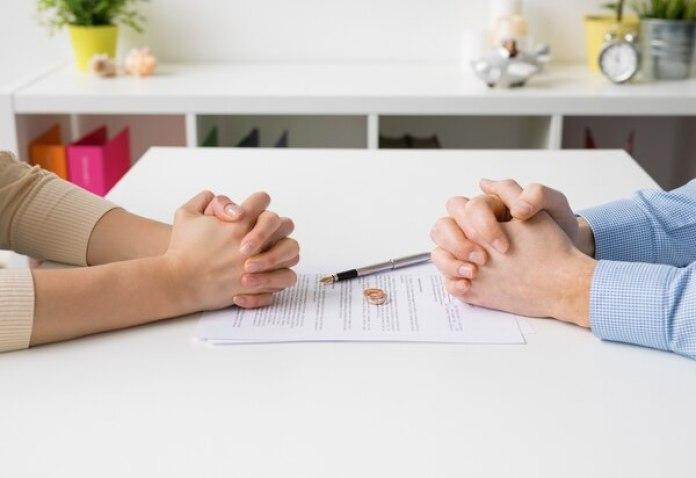 El estudio, que cubre varias décadas y más de 215.000 parejas, muestra más divorcios entre los que conviven antes de casarse a partir del quintoaño de matrimonio.