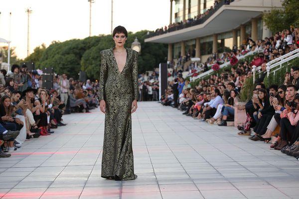 Un vestido de la nueva colección de Artemis, al que también acudieron Lili Sciorra, Soledad Ainesa, Florencia Florio, y Karina El Azem