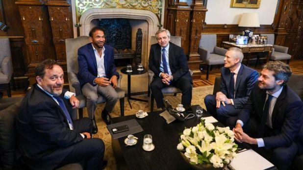 Alberto Fernández, junto con el ministro de Turismo y Deportes de la Nación, Matías Lammens, y dueño del Four Season en Argentina, el dubaití Alí Albwardy