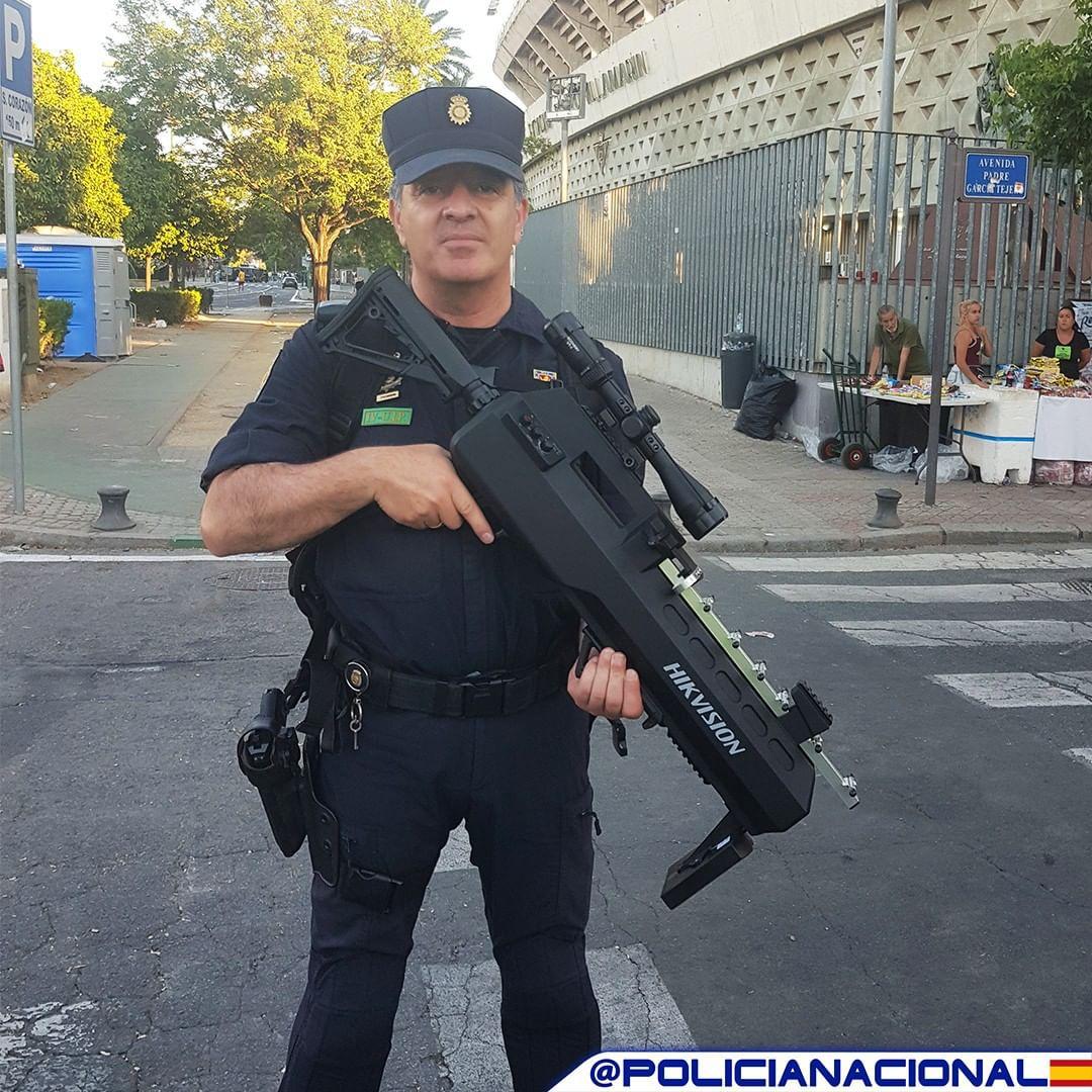 Hasta ahora el arma ha sido utilizada en las finales de la Champions League, en Madrid, y de la Copa del Rey, en Sevilla (@policíanacional)