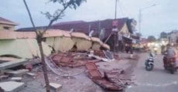 bangunan-yang-runtuh-dalam-gempa-pidie-jaya-aceh
