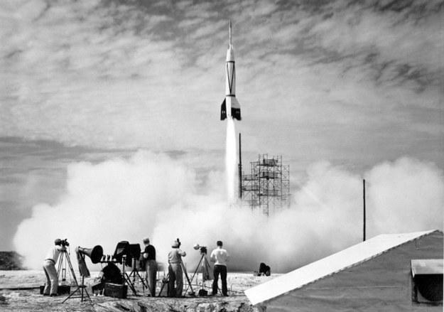 rudal v2 milik nazi jerman adalah rudal jarak jauh pertama di dunia