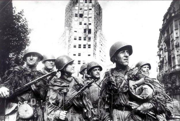tentara soviet memasuki serbia