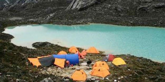 basecamp di lembah danau danau di ketinggian 4250 mdpl