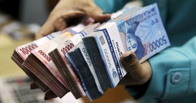 bawa uang tunai sebagai salah satu tips wisata hemat