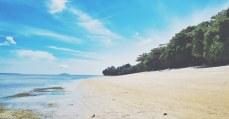 pulau siladen manado dengan pasir putih bersih dan menawan