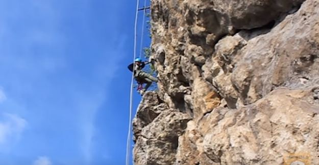 berlatih rock climbing demi gapai seven summit dunia