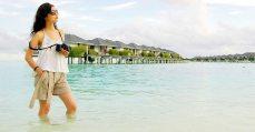 traveler milenial menyukai gaya foto candid camera