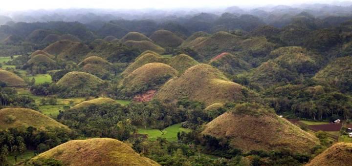chocolate hills bohol philippines