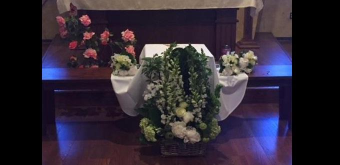 Frailes en Boston conmueven a la opinión pública al celebrar funeral de bebé abandonada