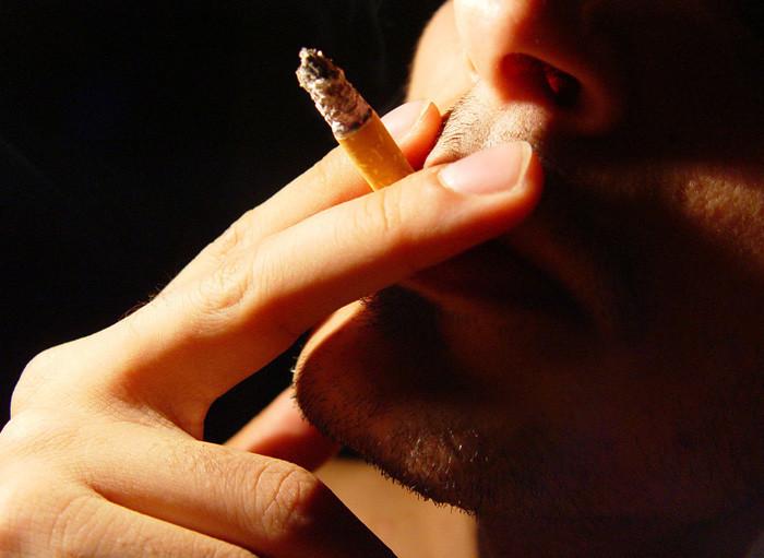 Se è possibile smettere di fumare bruscamente o è migliore gradualmente