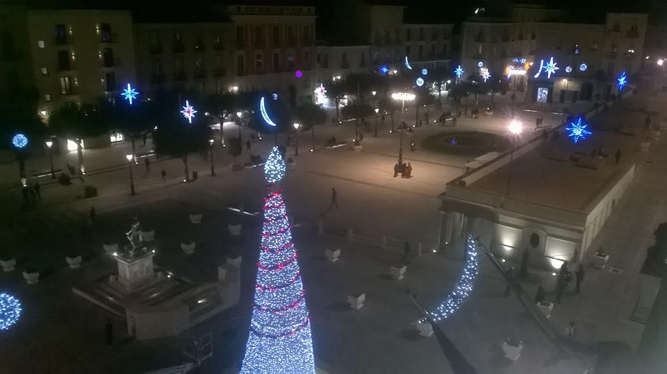 Accese le luminarie natalizie a Vallo della Lucania | VIDEO
