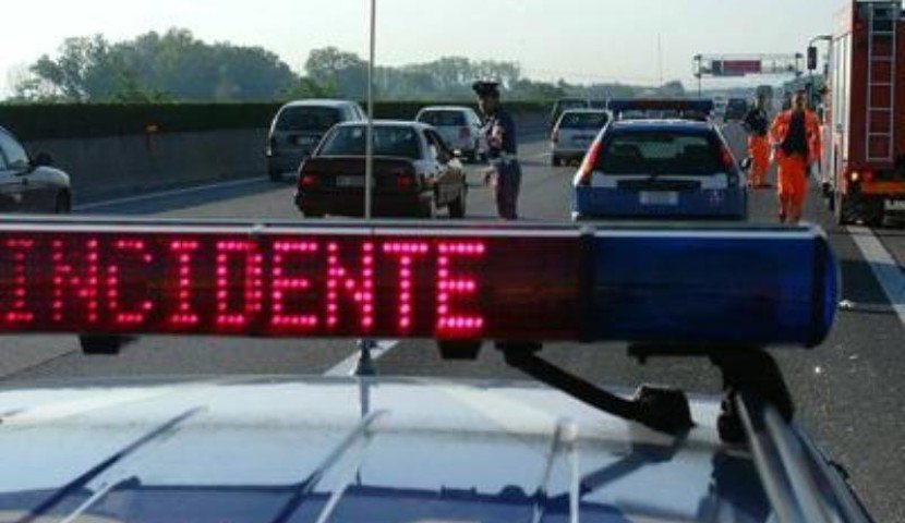 Incidente in autostrada, ferite due giovannissime