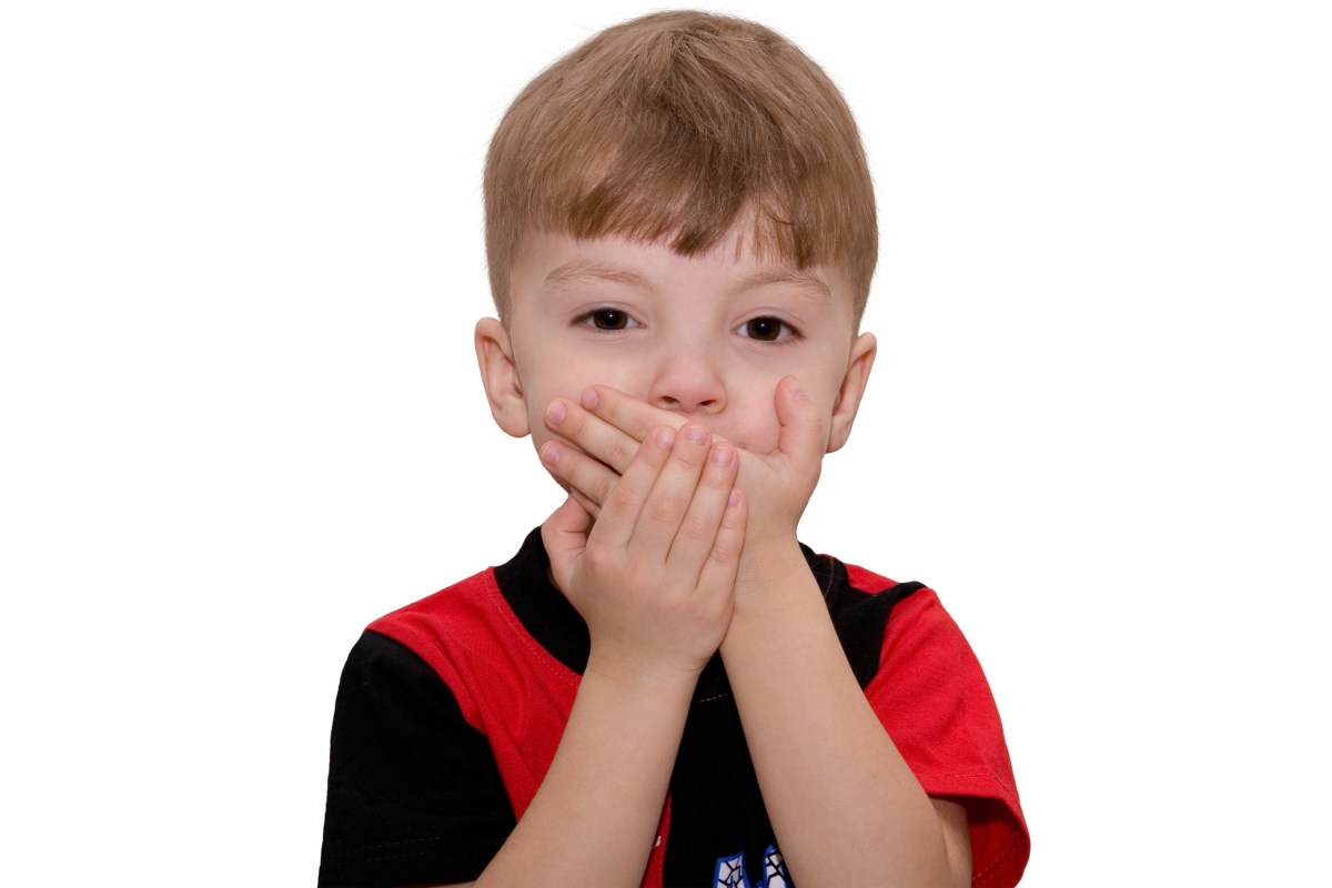 Gambar anak kecil tutup mulut