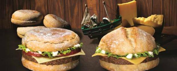 McDonald's cria duas novas receitas com Bolo do Caco e Queijo da Ilha
