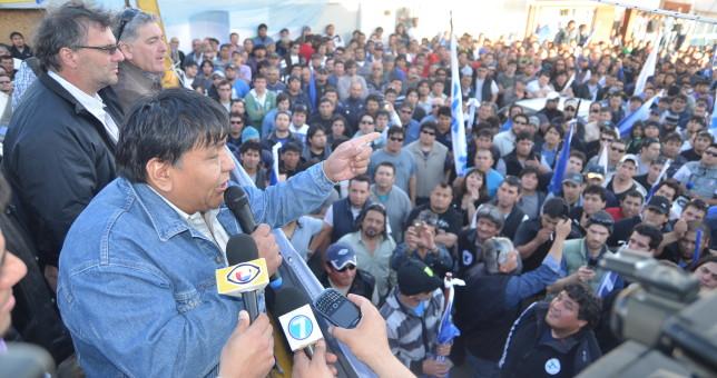 Ávila retuvo el gremio petrolero de Chubut y jaquea el proyecto flexibilizador de Macri