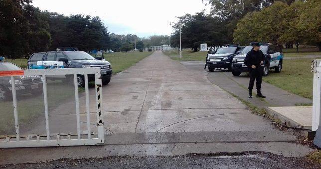 Ante la presencia de camiones para vaciarla, bloquean los portones de ingreso de Fanazul