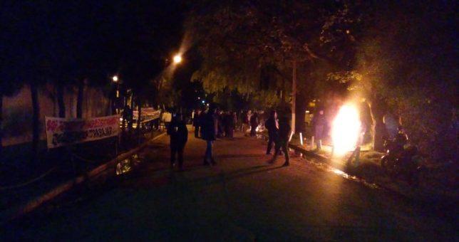 Feroz represión a empleados de Cresta Roja