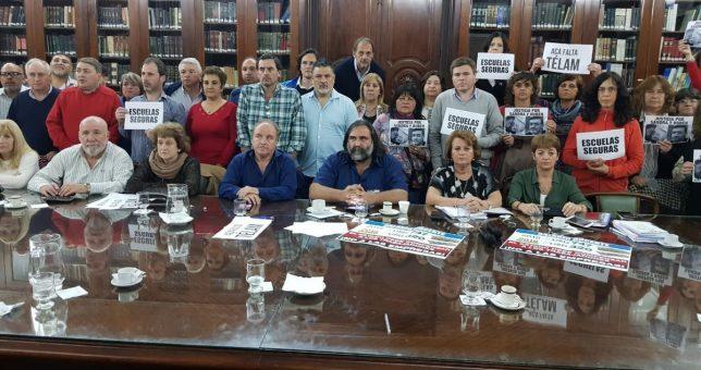 Los docentes acusan de autoritaria a Vidal y le piden que considere la pérdida salarial
