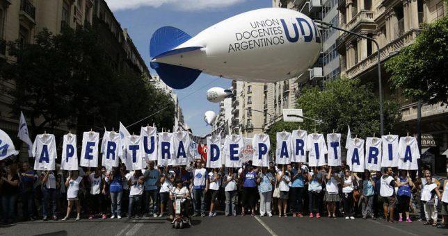El salario de los docentes argentinos está entre los más bajos del mundo