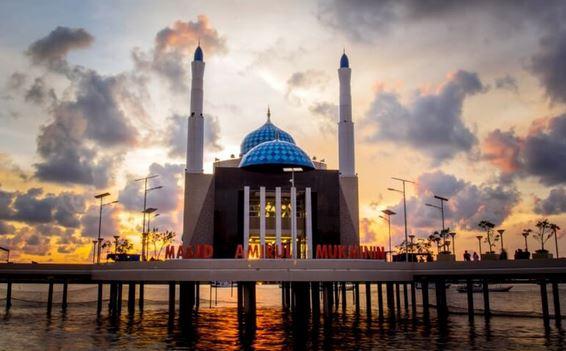 Masjid Amirul Mukminin Pantai Losari
