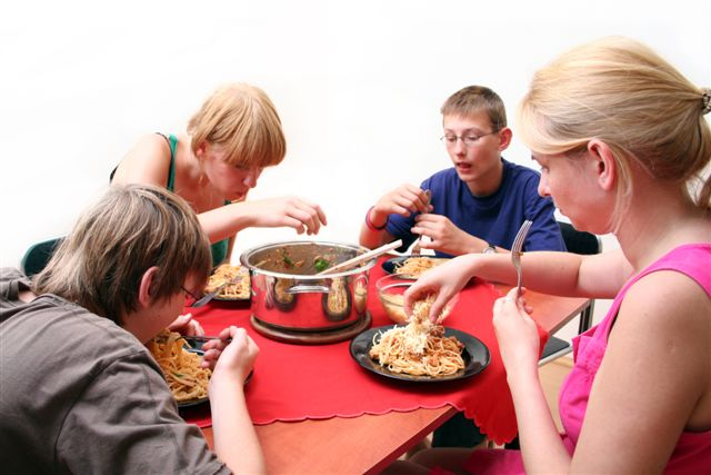 Family Eating2