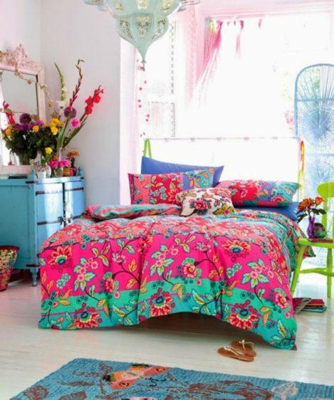 Αποτέλεσμα εικόνας για πολυχρωμα μαξιλαρια κρεβατι