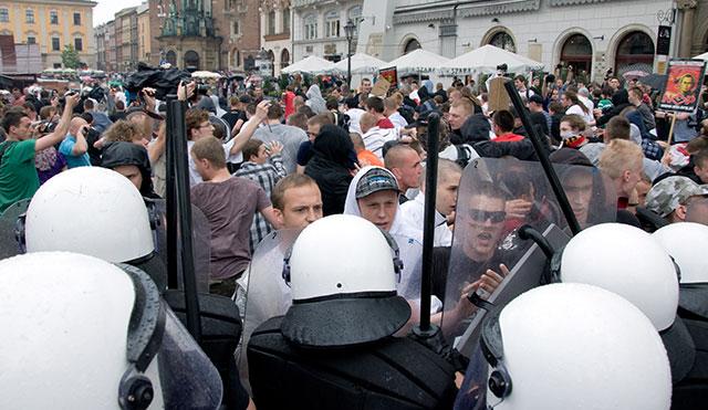 Marsz Równości kontra NOP - 14 osób zatrzymanych ( zdjęcia + video )