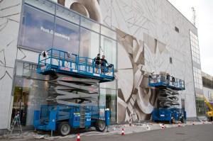Malowanie muralu na scianie Galerii Krakowskiej. Fot. Jan Graczyński / INFO Kraków24