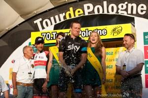 Ostatniego dnia rywalizacji w jubileuszowym Tour de Pologne UCI World Tour kolarze mierzyli się z jazdą indywidualna na czas . Najszybciej mierząca 37 km trasę z Wieliczki do Krakowa pokonał Bradley Wiggins (Sky). Pieter Weening (Orica GreenEDGE) ostatni etap ukończył na szóstym miejscu, ale to wystarczyło, by świętować wygraną w największej kolarskiej imprezie w Polsce. Walczący do końca -  najlepszy z Polaków,  Rafał Majka (Saxo-Tinkoff) - skończył wyścig tuż za podium. Fot. Jan Graczyński / INFO Kraków24